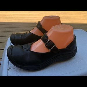 Keen Women's Black Leather Mary Jan Slip On Shoes